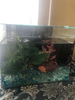 fish tank. 5 gallon. Comes with plants and stones